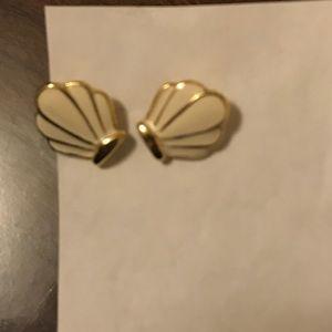 Jewelry - Vintage cream & gold seashell stud earrings